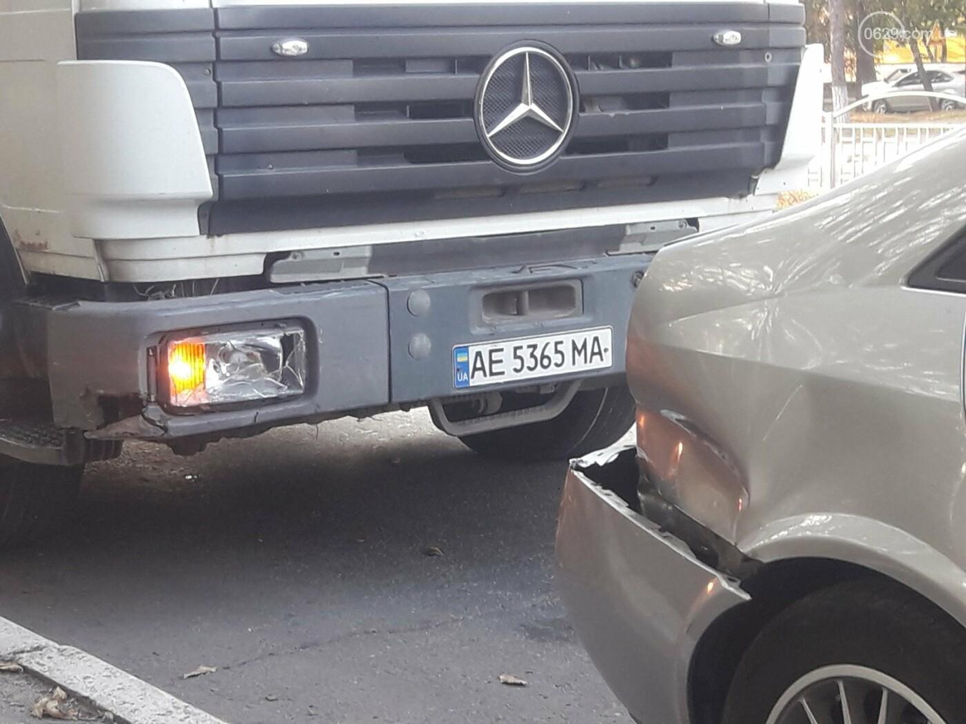 В Мариуполе грузовик догнал легковушку, - ФОТО, фото-7
