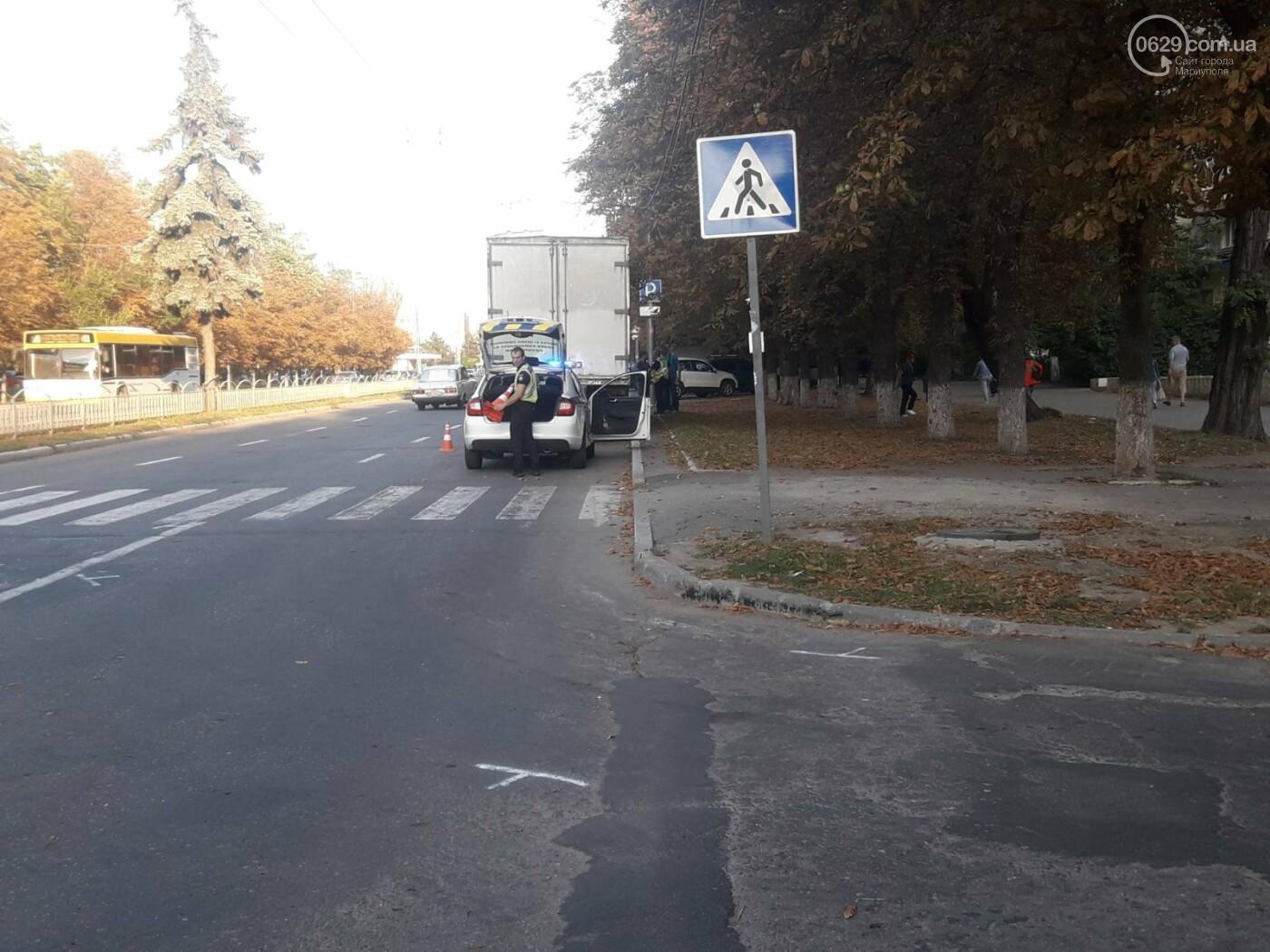 В Мариуполе грузовик догнал легковушку, - ФОТО, фото-1