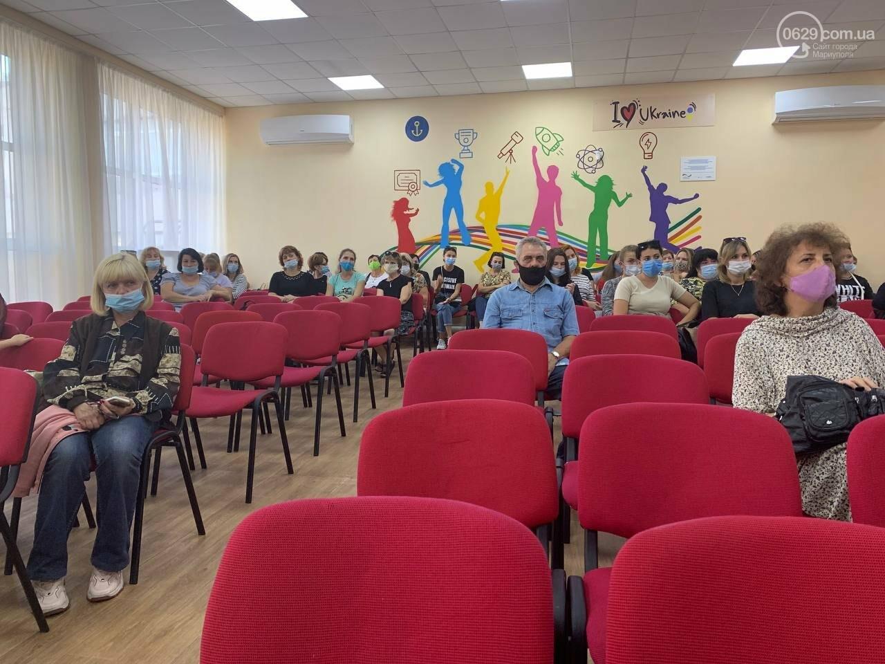 Медики вмовляють вчителів у Маріуполі вакцинуватися, - ФОТО, фото-4