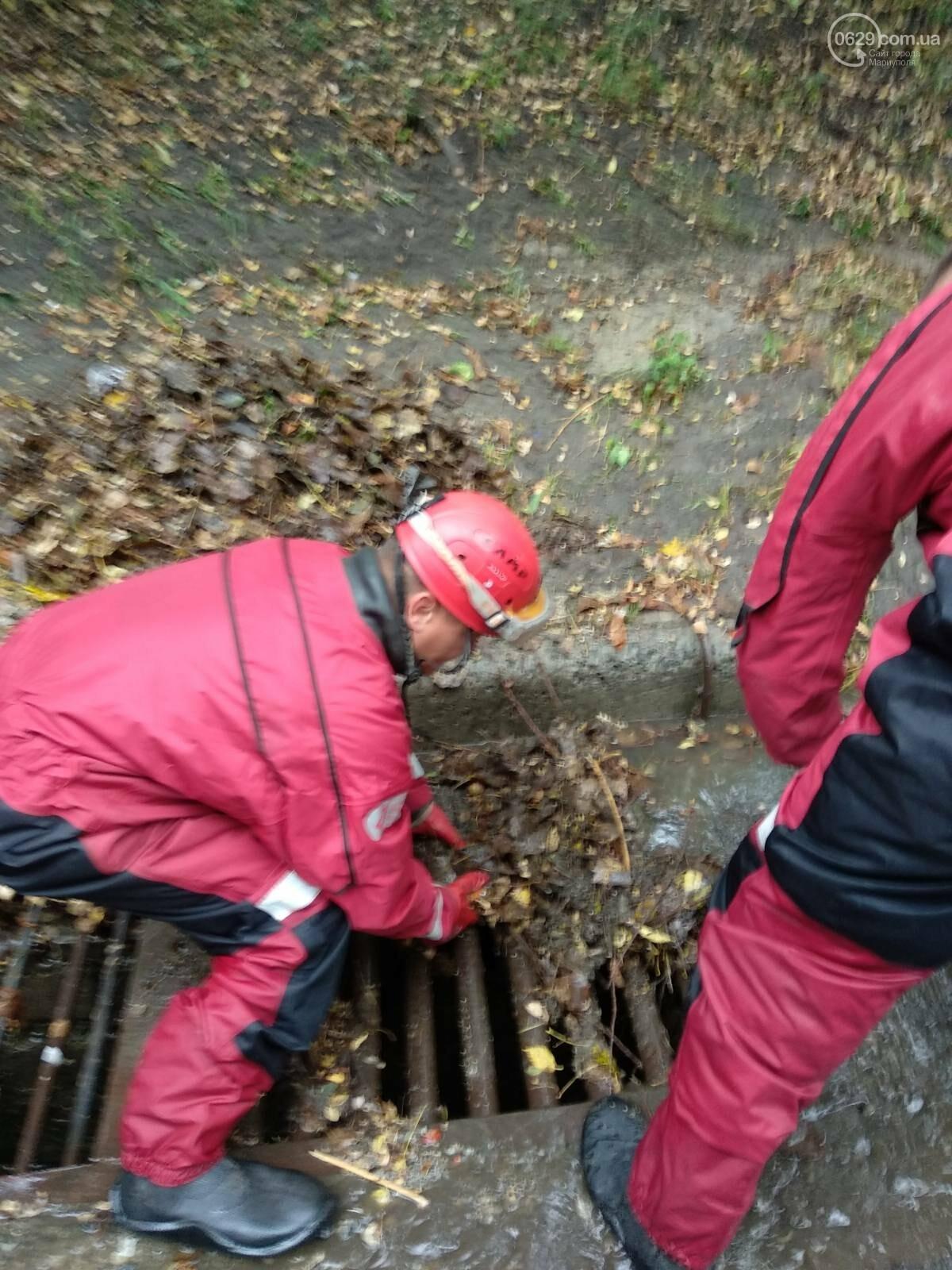 Как в Мариуполе откачивали воду из ливневок, - ФОТО, фото-4