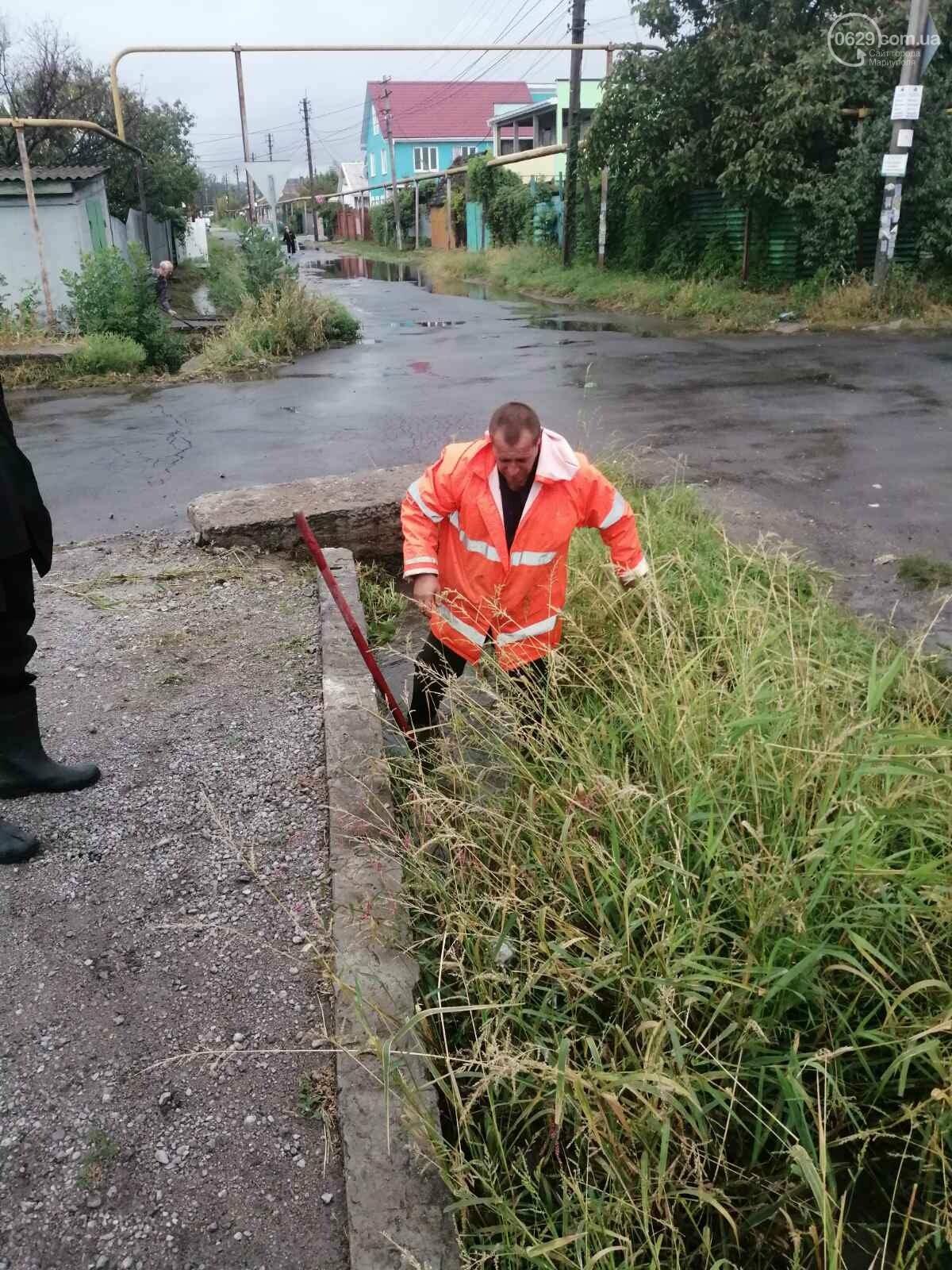 Как в Мариуполе откачивали воду из ливневок, - ФОТО, фото-6