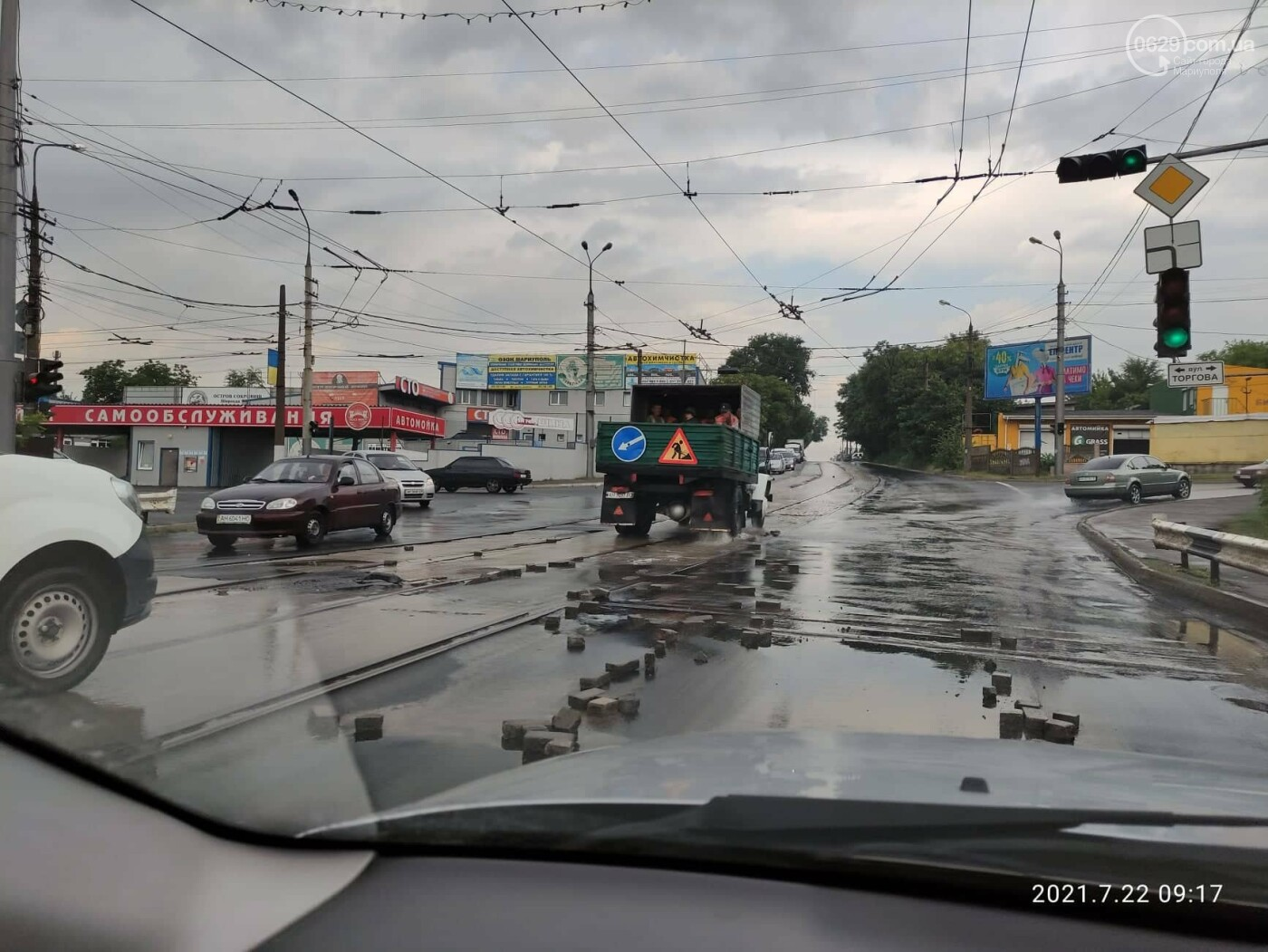 ДТП на Набережной. Поврежден новый забор. На дороге образовалась пробка в несколько километров, - ФОТО, фото-7