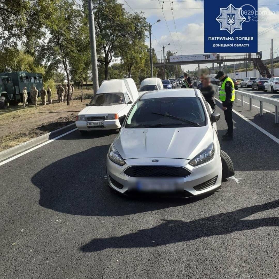 ДТП на Набережной. Поврежден новый забор. На дороге образовалась пробка в несколько километров, - ФОТО, фото-1