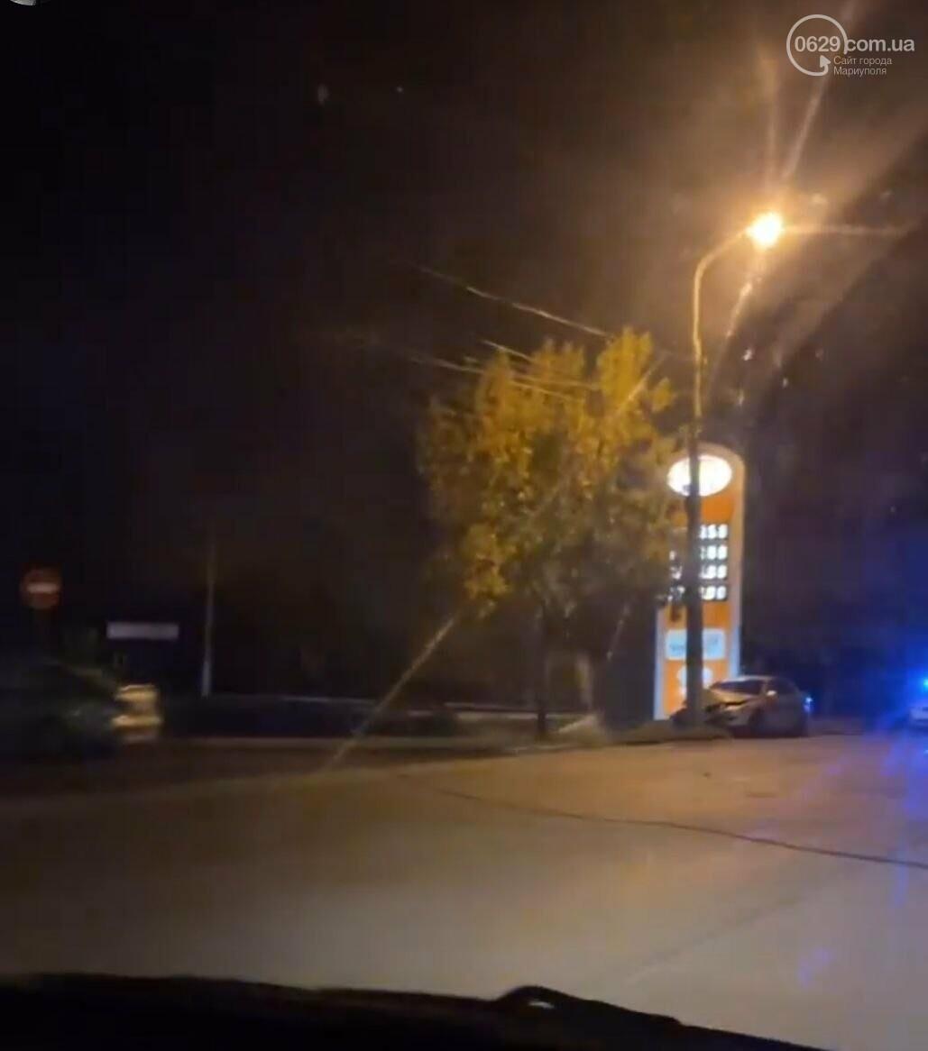 В Мариуполе автомобиль врезался в столб, - ФОТО, фото-1