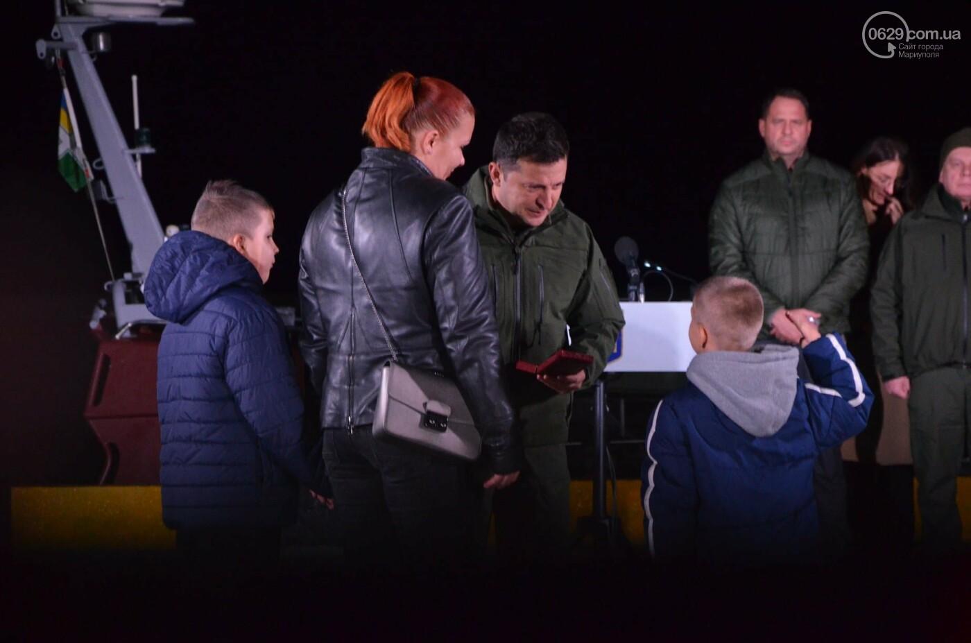 В Мариуполе Владимир Зеленский поздравил защитников и защитниц Украины,- ФОТО, ВИДЕО, фото-2