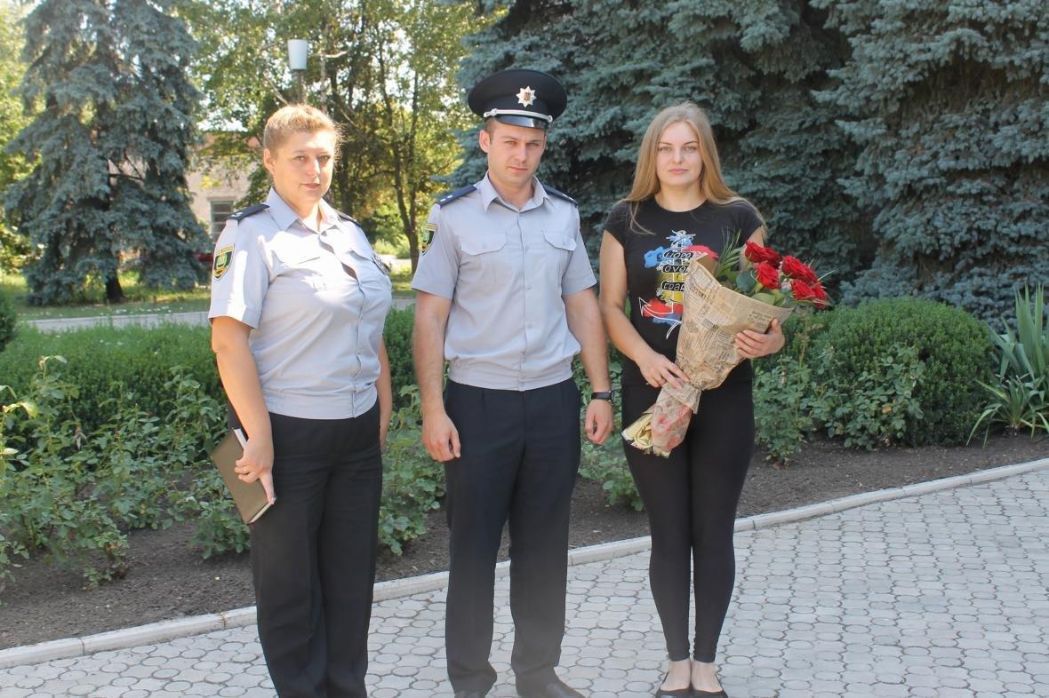 В Никольском полиция наградила девушку, которая остановила пьяного водителя и забрала ключи от авто, фото-12