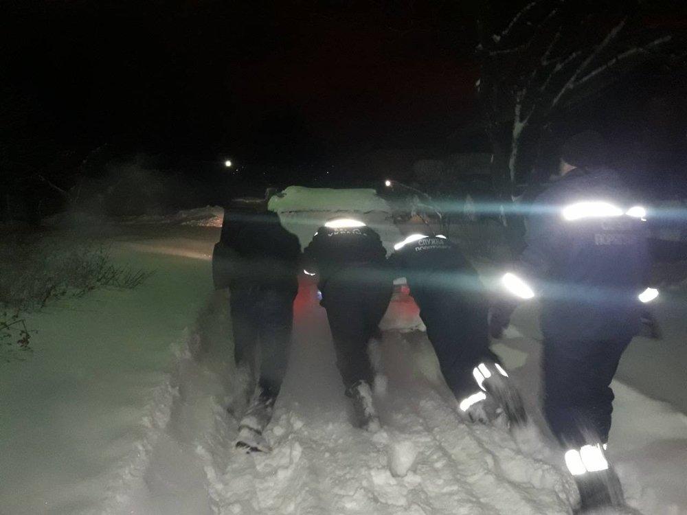 В Донецкой области спасатели 46 раз доставали автомобили из снежных заносов , фото-6