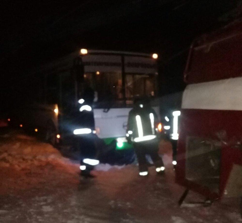 В Донецкой области спасатели 46 раз доставали автомобили из снежных заносов , фото-7