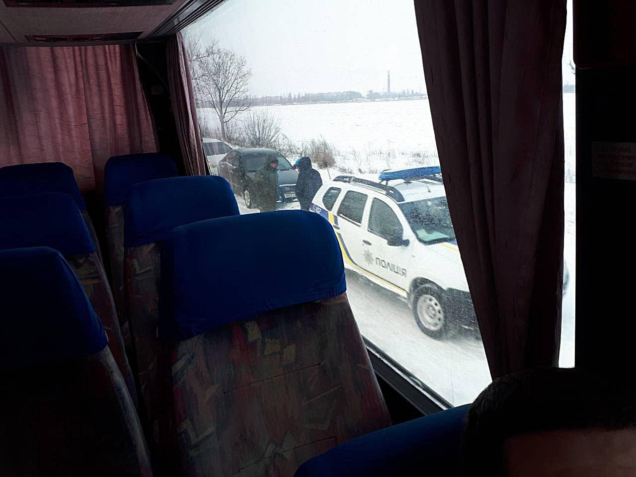 В Донецкой области спасатели 46 раз доставали автомобили из снежных заносов , фото-1