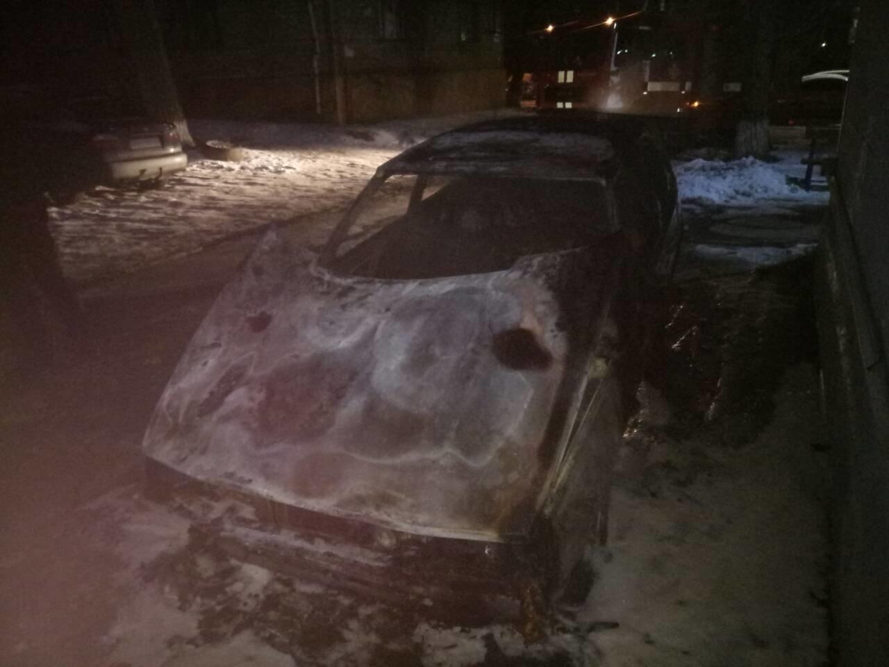 В Мариуполе в сгоревшем автомобиле обнаружили труп (ФОТО), фото-1