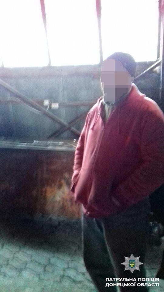 В Мариуполе пьяный водитель фуры влетел в смотровую яму (ФОТО), фото-1