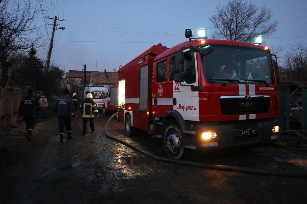 В Мариуполе 29 пожарных боролись с огнем в частном трехэтажном доме (ФОТО), фото-1