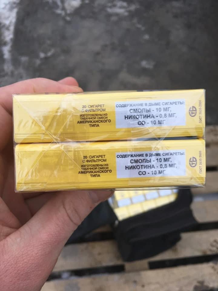 "На КПВВ ""Новотроицкое"" пограничники изъяли две сумки безакцизных сигарет (ФОТО), фото-2"