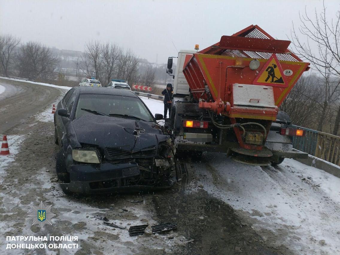 Снегоуборочная техника в Мариуполе попала в аварию (ФОТОФАКТ), фото-2