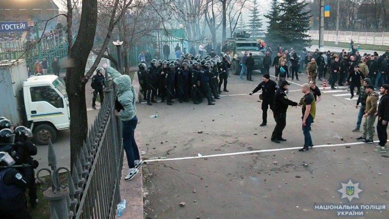 В потасовке с ультрас пострадали 9 полицейских (ФОТО, Дополнено), фото-3