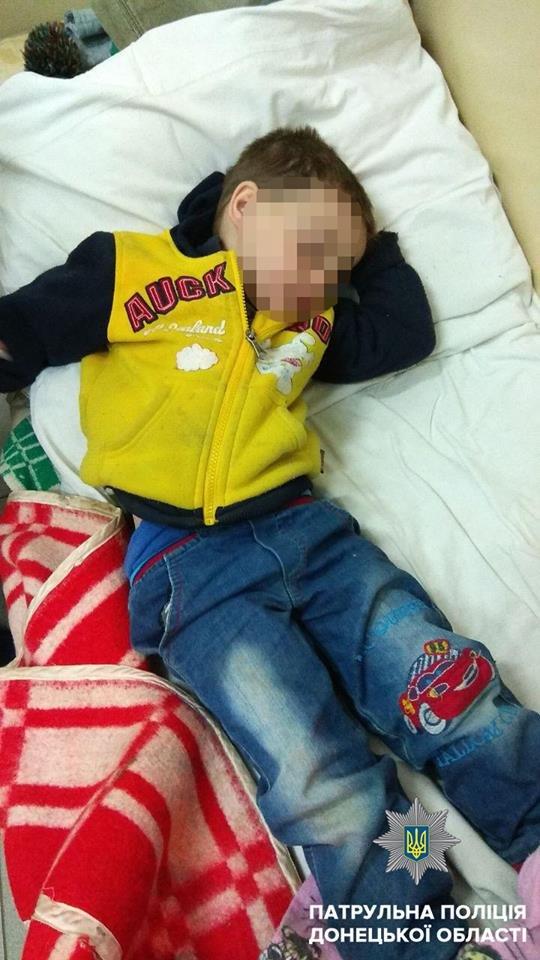 В Мариуполе патрульные нашли никому не нужного 4-летнего мальчика (ФОТО), фото-1