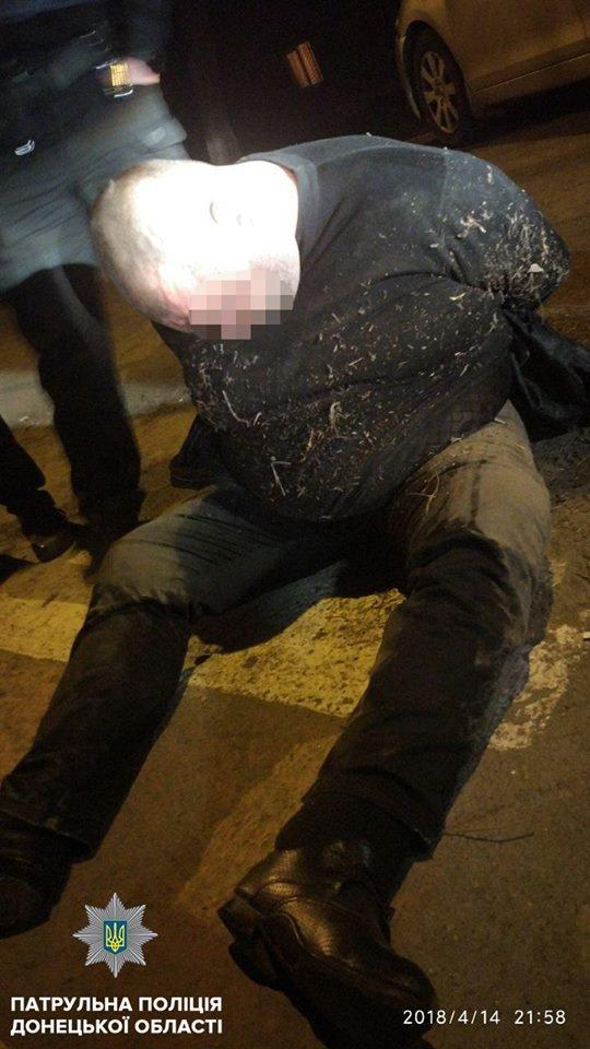 В Мариуполе пьяный водитель врезался в столб и напал на полицейских (ФОТО), фото-1