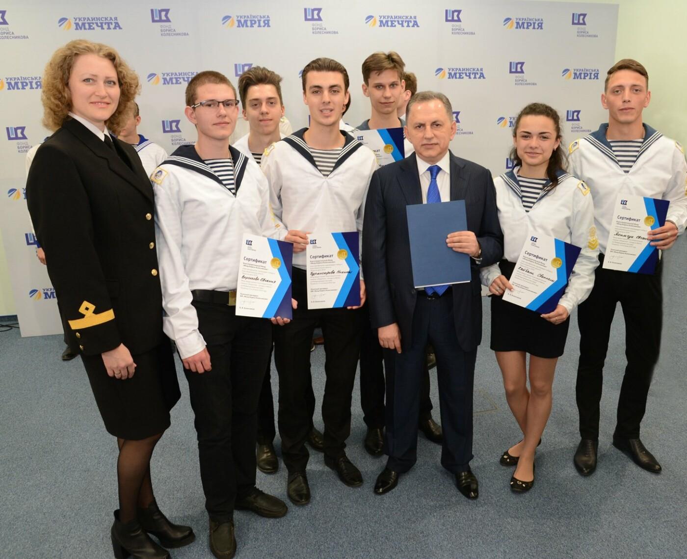 Борис Колесников наградил студентов Мариуполя поездками в Грецию, фото-2