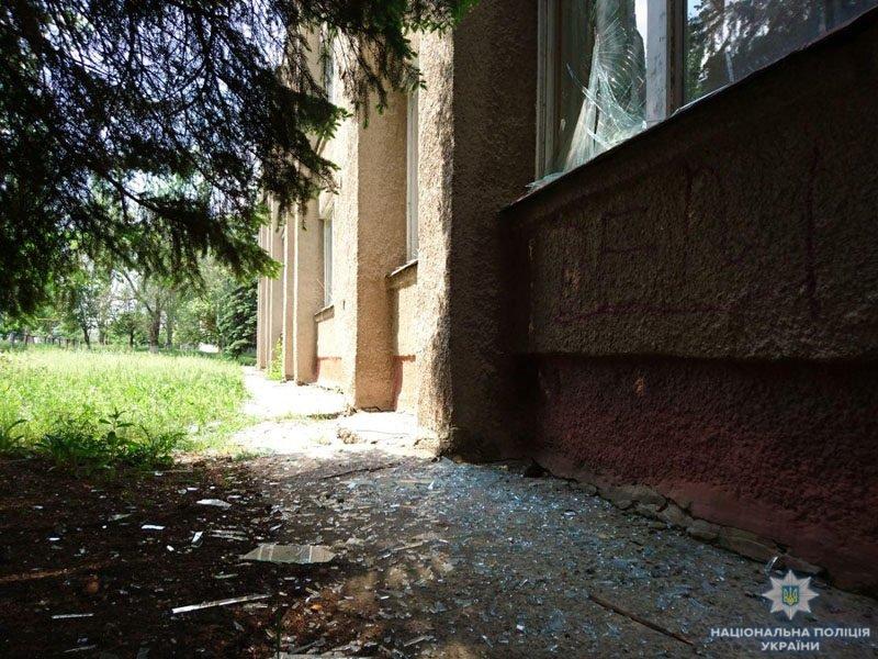 В Донецкой области террористы обстреляли школу, - ФОТО, фото-8