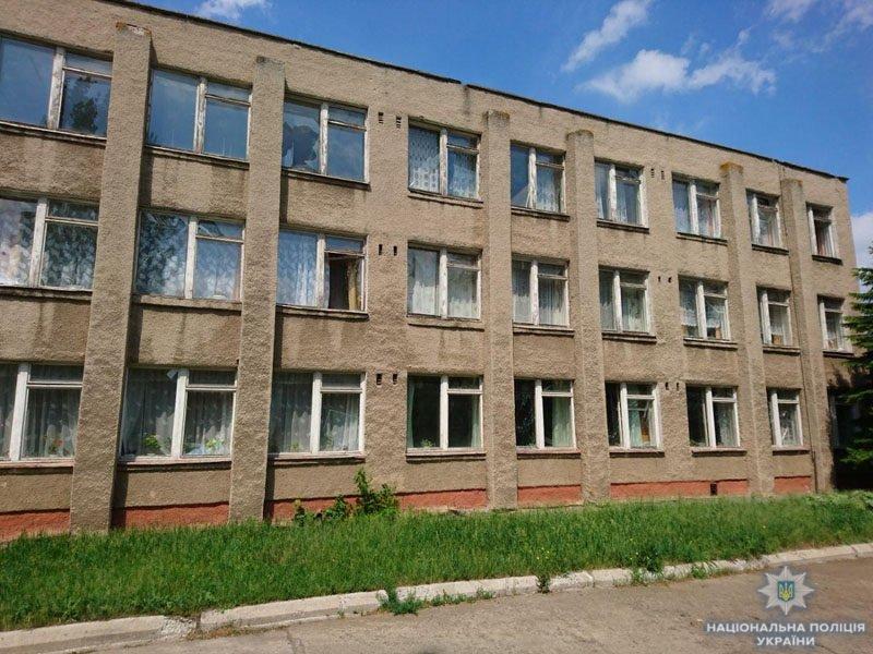 В Донецкой области террористы обстреляли школу, - ФОТО, фото-2