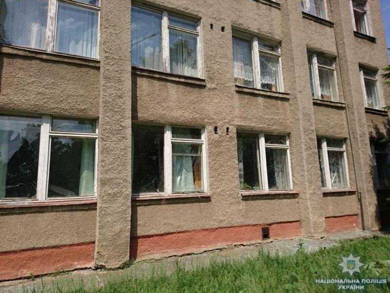 В Донецкой области террористы обстреляли школу, - ФОТО, фото-7
