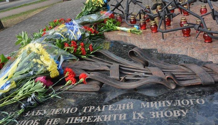 Мариупольцы почтили память жертв политических репрессий, - ФОТО, фото-1