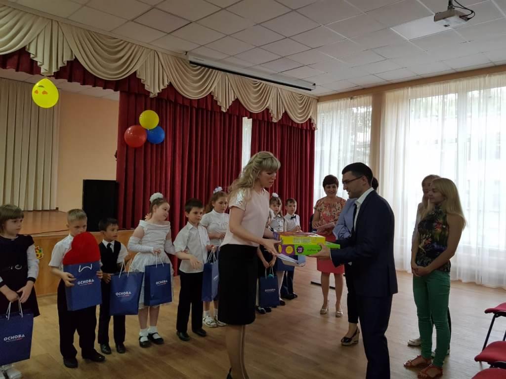 """23 мая Партия """"ОСНОВА"""" г. Мариуполя поздравила детей школы № 52 c праздником """"Прощание с букварем"""", фото-1"""