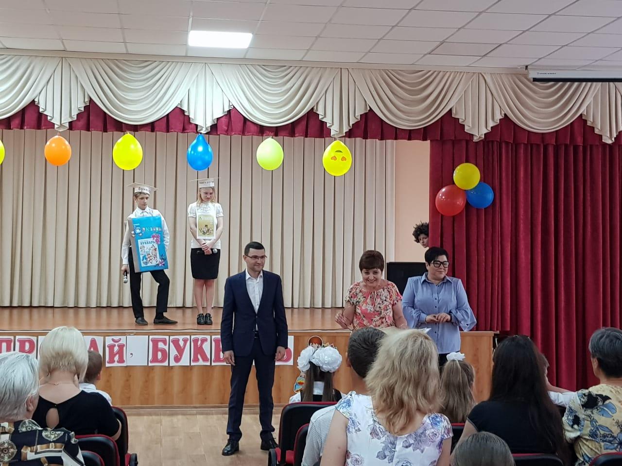 """23 мая Партия """"ОСНОВА"""" г. Мариуполя поздравила детей школы № 52 c праздником """"Прощание с букварем"""", фото-2"""