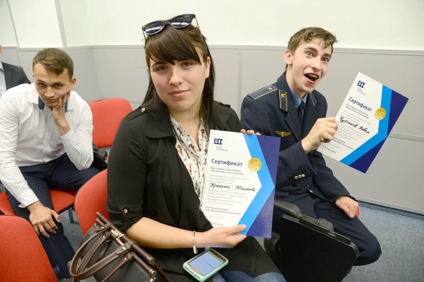 Борис Колесников вручил студентам Мариуполя сертификаты на  поездку в Германию , фото-2