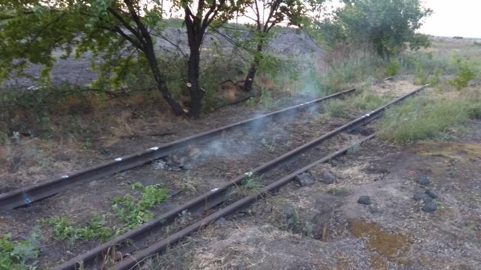 Под Мариуполем неизвестные пытались украсть железнодорожные рельсы, - ФОТО, фото-4
