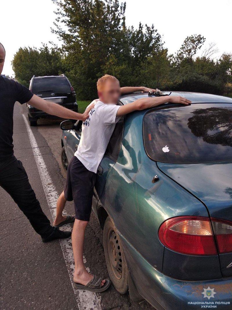 Полицейские задержали таксиста, который торговал амфетамином в Мариуполе и Волновахском районе, - ФОТО, фото-1