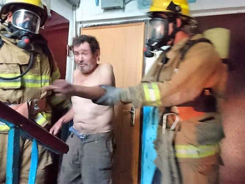 В Мариуполе пожарные спасли мужчину, - ФОТО, фото-1