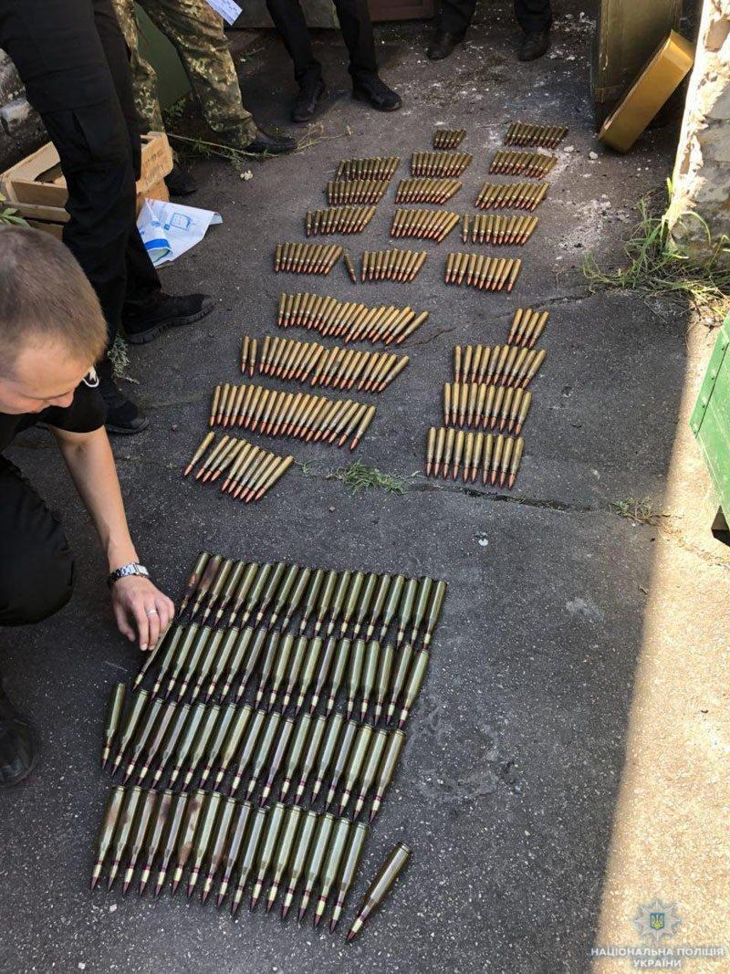 Винтовки, танковые стволы крупнокалиберного пулемета и сотни патронов. В поселке Каменск обнаружили арсенал оружия, - ФОТО, фото-4