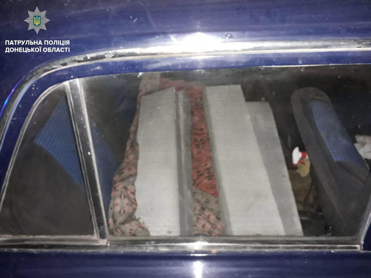 Патрульные задержали мариупольца, который пытался украсть новые бордюры, - ФОТО, фото-1