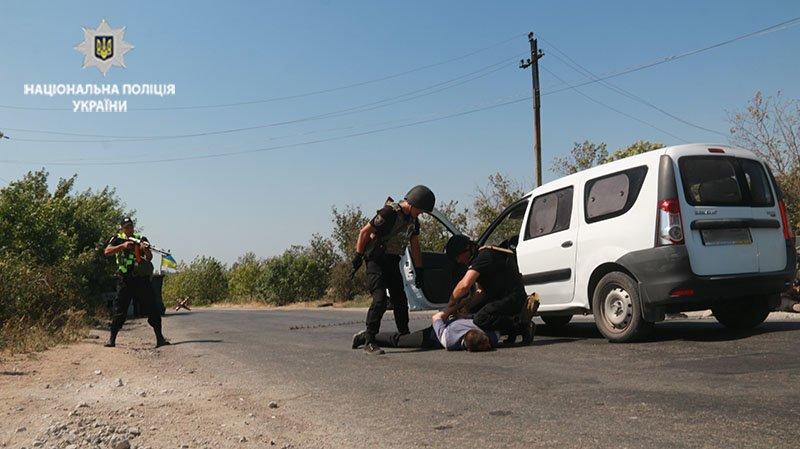 Прорыв автомобиля через блок-пост. В Мариуполе полицейские провели учения, - ФОТО, фото-4