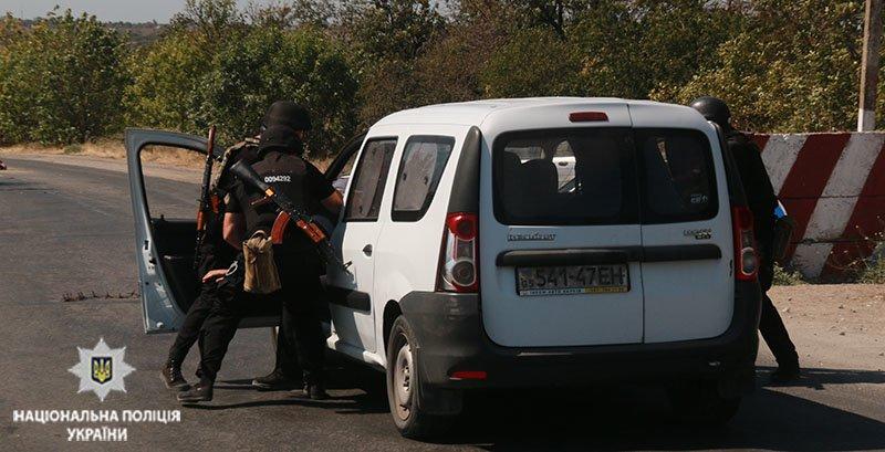 Прорыв автомобиля через блок-пост. В Мариуполе полицейские провели учения, - ФОТО, фото-5