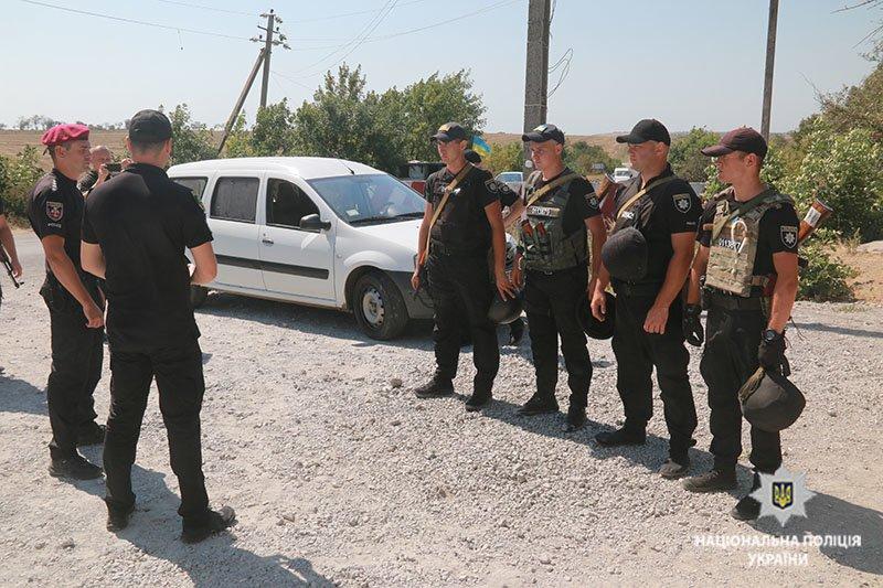 Прорыв автомобиля через блок-пост. В Мариуполе полицейские провели учения, - ФОТО, фото-6