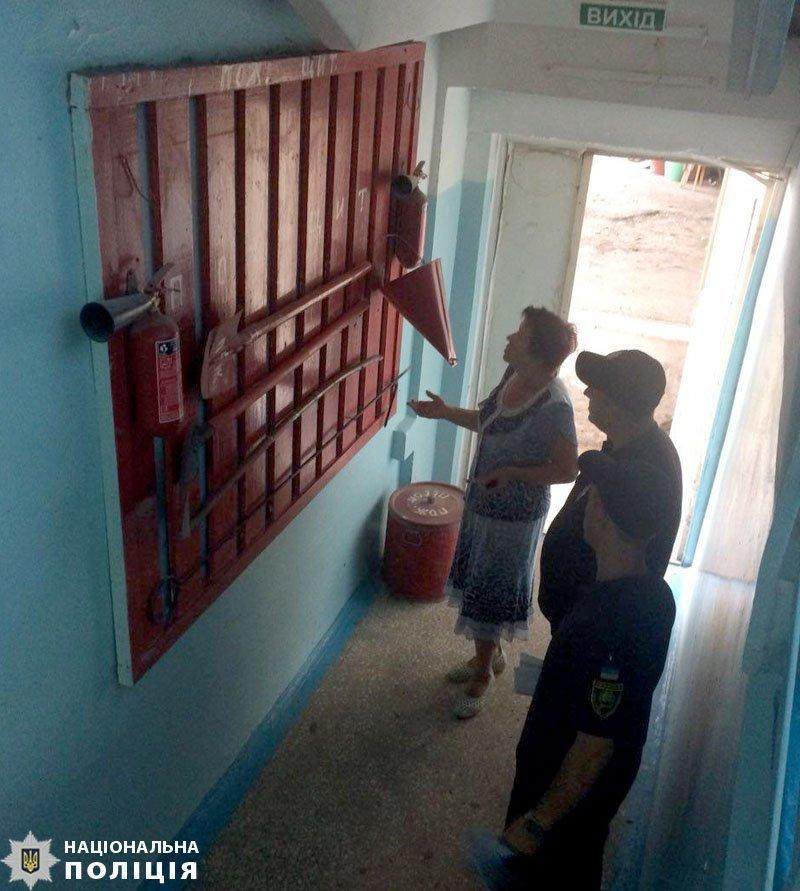 В Мариуполе полицейские и пожарные проверили безопасность школ, - ФОТО, фото-7