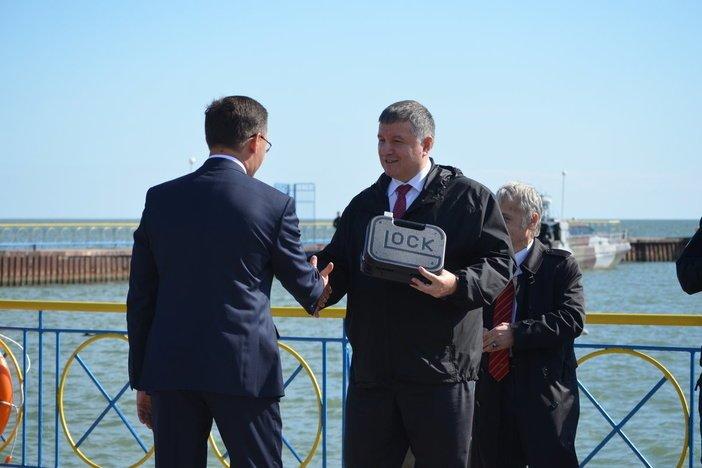 Аваков вручил наградное оружие мэру Мариуполя Бойченко, - ФОТО, фото-12