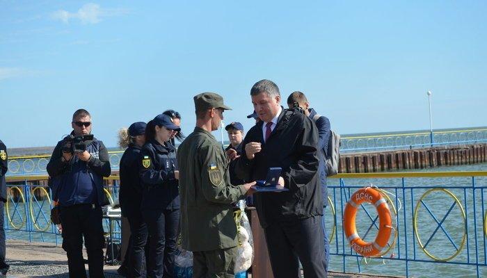 Аваков вручил наградное оружие мэру Мариуполя Бойченко, - ФОТО, фото-4