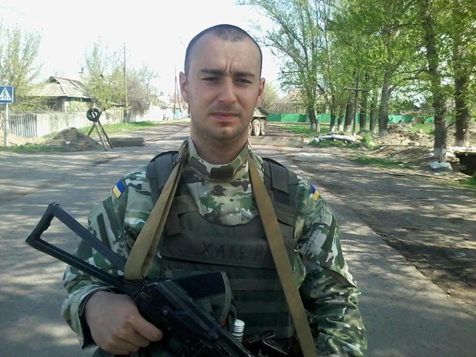 На Донбассе снайпер ВСУ, попав в плен, подорвал себя вместе с тремя боевиками, - ФОТО, фото-1
