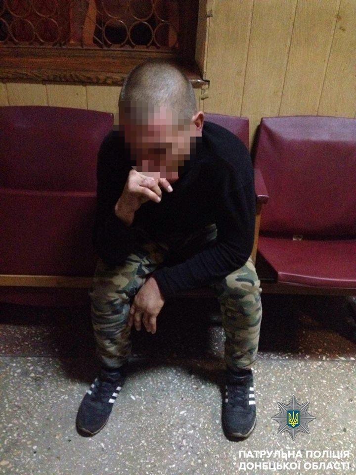 В Мариуполе пьяные хулиганы устроили дебош в здании железнодорожного вокзала, - ФОТО, фото-3