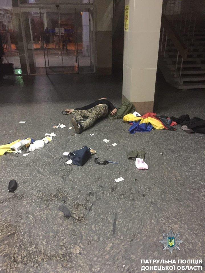 В Мариуполе пьяные хулиганы устроили дебош в здании железнодорожного вокзала, - ФОТО, фото-4