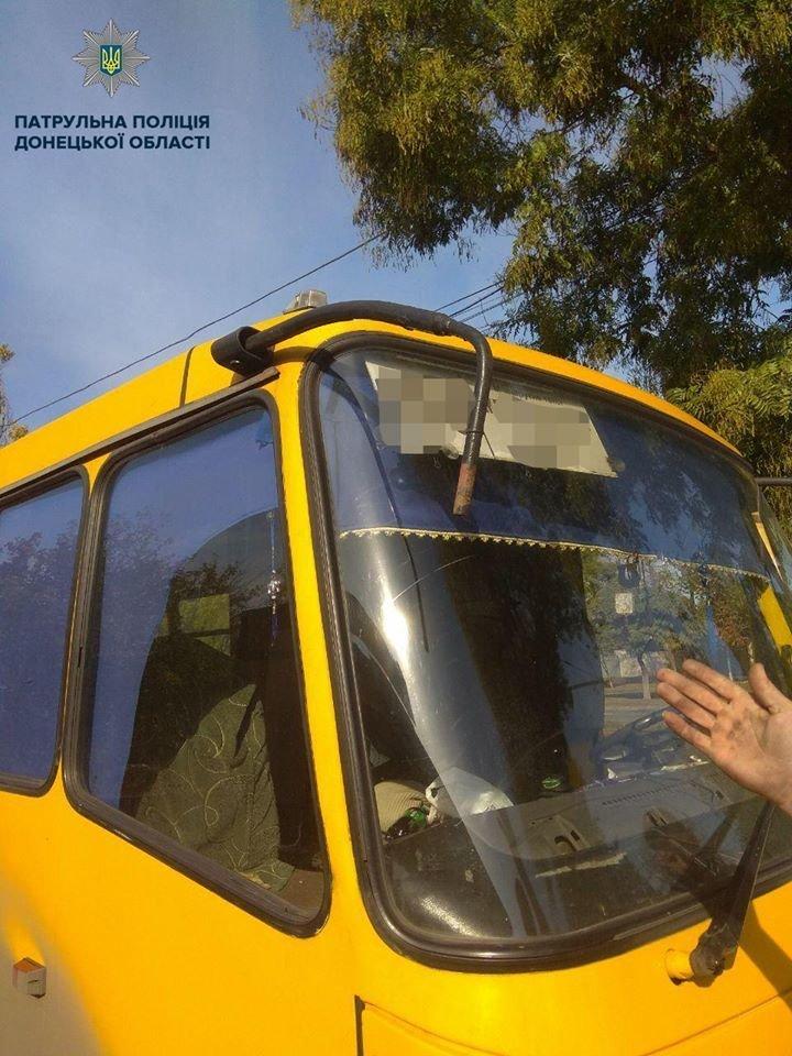 В Мариуполе маршрутчик с битой устроил дорожную разборку, - ФОТО, фото-2