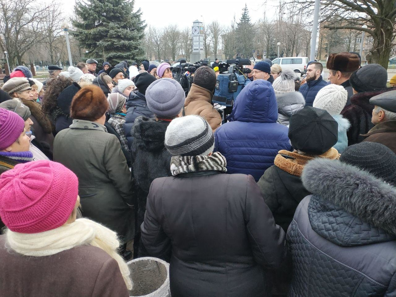 Вилкул заявил о провокации: люди в масках пытались сорвать его встречу с избирателями в Мангуше, фото-1
