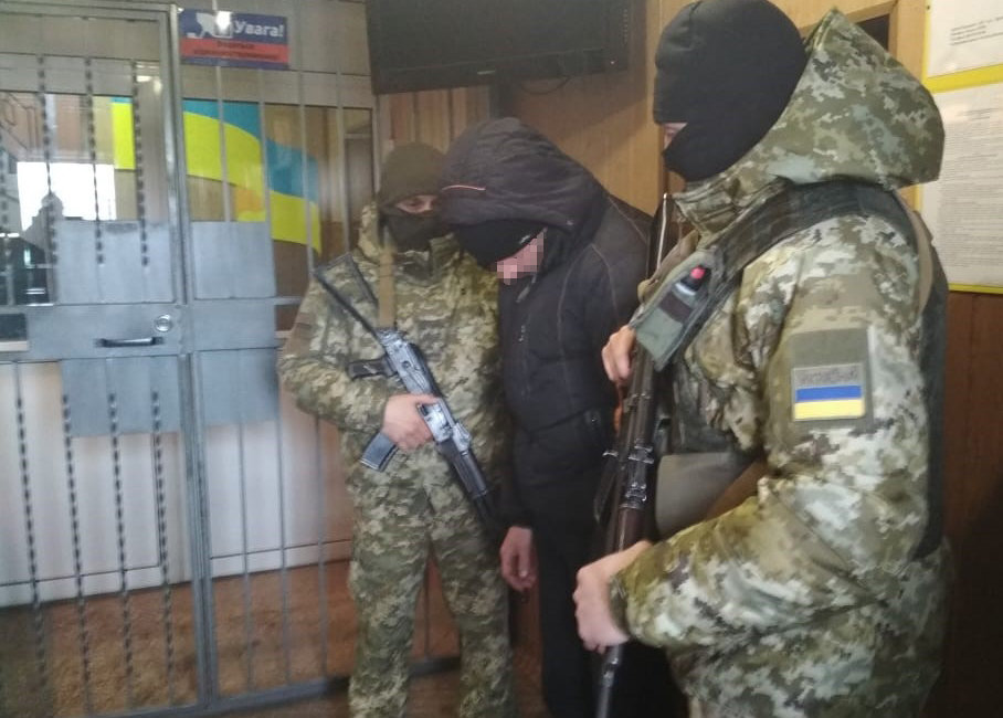 На Донбассе задержали боевика, который охранял обломки сбитого малайзийского боинга МН-17, - ФОТО, ВИДЕО , фото-4