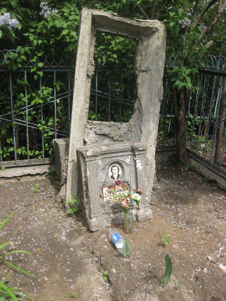 На мариупольском кладбище вандалы разрушили памятники, - ФОТОФАКТ, фото-5
