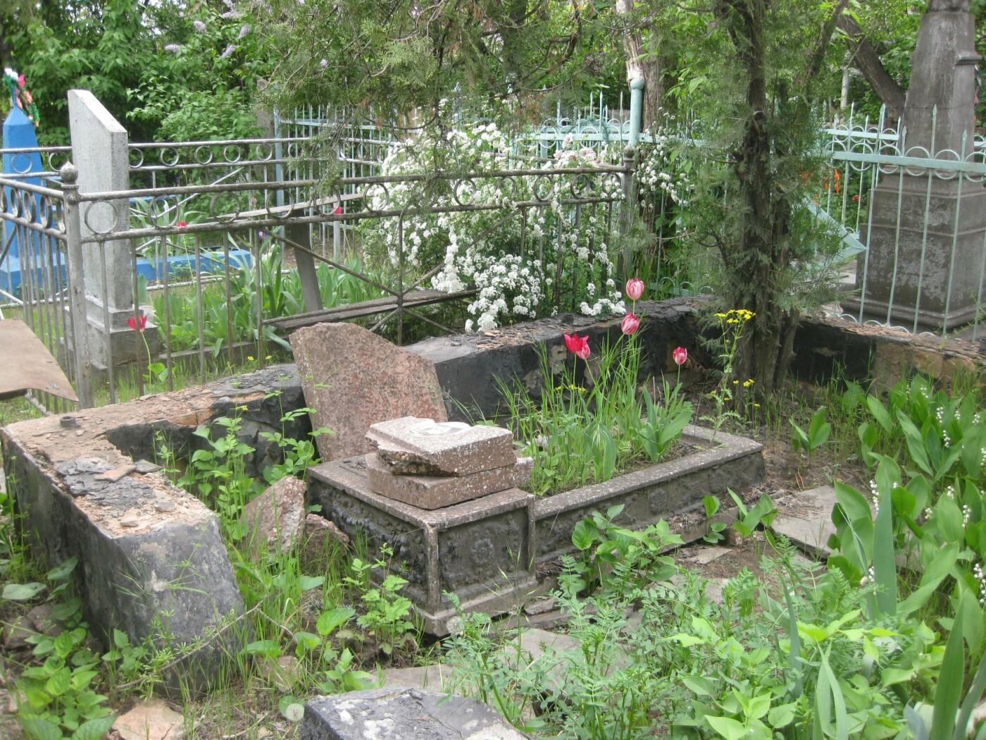 На мариупольском кладбище вандалы разрушили памятники, - ФОТОФАКТ, фото-2