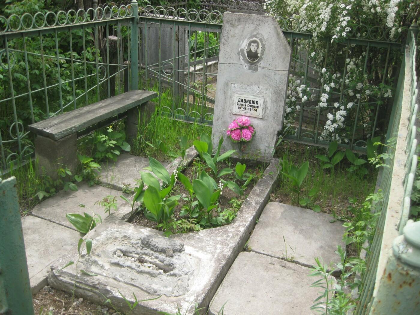 На мариупольском кладбище вандалы разрушили памятники, - ФОТОФАКТ, фото-4
