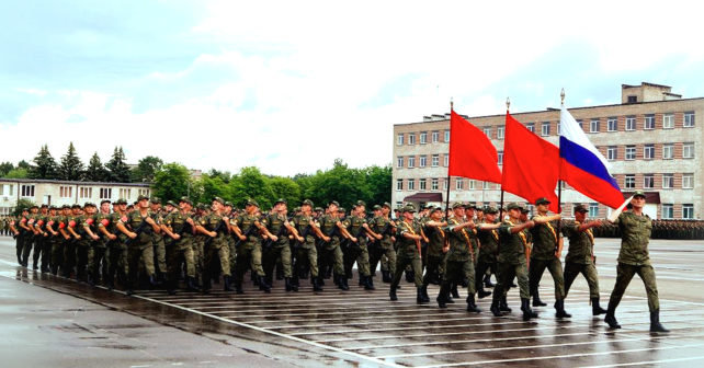 По Минску прошагают россияне, обстрелявшие Мариуполь, - ФОТО, фото-1